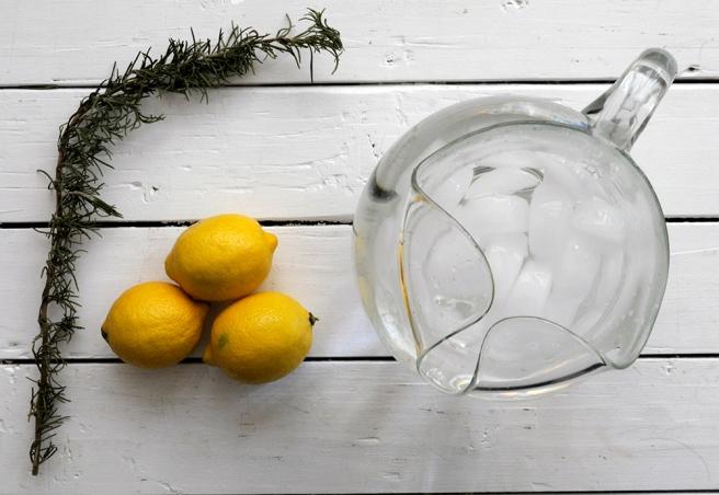 Ingredients: rosemary, lemon, ice water